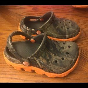 Crocs camouflage sandals/shoes 8/9